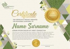 Modello del certificato con il modello elegante e moderno poligonale di stile, royalty illustrazione gratis