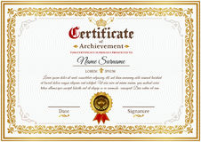 Modello del certificato di vettore con l'ornamento d'annata dorato Fotografie Stock Libere da Diritti