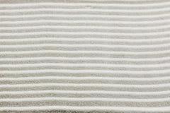 Modello del fondo della sabbia bianca rastrellata Fotografie Stock