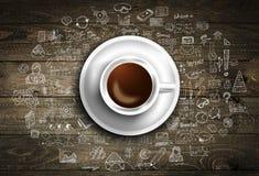 Modello del fondo di Infograph con un caffè fresco sulla tavola di legno reale Fotografia Stock