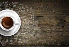 Modello del fondo di Infograph con un caffè fresco sulla tavola di legno reale Fotografia Stock Libera da Diritti