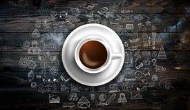 Modello del fondo di Infograph con un caffè fresco sulla tavola di legno reale Fotografie Stock
