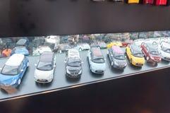 Modello del giocattolo delle automobili all'esposizione automatica Immagini Stock