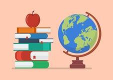 Modello del globo della terra con i libri e la mela Fotografia Stock Libera da Diritti