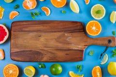 Modello dell'agrume sul blu fotografia stock libera da diritti