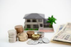 Modello dell'alloggio e dei soldi Fotografia Stock Libera da Diritti