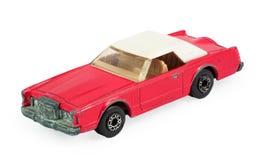 Modello dell'automobile del giocattolo dei bambini rossi con il tetto bianco Fotografie Stock Libere da Diritti