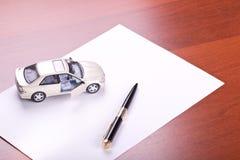 Modello dell'automobile e della penna immagini stock