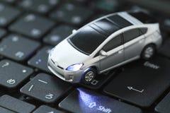 Modello dell'automobile sopra la tastiera Immagini Stock