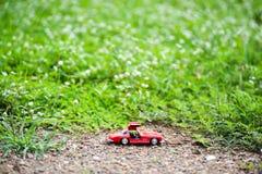Modello dell'automobile sportiva nel posto della natura Immagini Stock