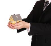 Modello della Camera in mani dell'uomo d'affari isolate ipoteca Fotografia Stock Libera da Diritti