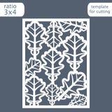 Modello della carta dell'invito di nozze del taglio del laser Tagli la carta di carta con il modello delle foglie della quercia M Fotografia Stock
