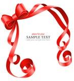 Modello della cartolina d'auguri con il nastro e l'arco rossi royalty illustrazione gratis