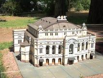 modello della costruzione del teatro di balletto e di opera alla mostra delle indicazioni in miniatura immagine stock libera da diritti