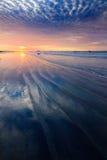Modello della sabbia con le nuvole drammatiche di tramonto Fotografia Stock Libera da Diritti