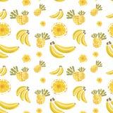 Modello delle banane e degli ananas su fondo bianco Fotografia Stock Libera da Diritti