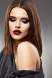 Modello di bellezza con capelli lunghi Fotografia Stock Libera da Diritti