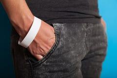 Modello di carta di polsino, braccialetto di evento a disposizione Progettazione vuota della banda di polso del biglietto fotografia stock libera da diritti