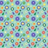 Modello di fiore nel retro prato della molla di stile con le camomille ed il fondo blu Immagine Stock Libera da Diritti