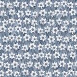 Modello di fiore senza cuciture del narciso bianco sull'erba Fondo royalty illustrazione gratis