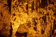 Modello di giallo di Thien Cung Cave Heavenly Palace Cave immagine stock libera da diritti