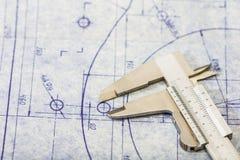 Modello di ingegneria con il calibro immagini stock