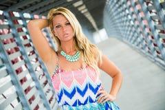 Modello di moda biondo sexy della ragazza immagine stock