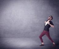 Modello di moda che grida nello spazio vuoto Fotografia Stock Libera da Diritti