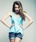 Modello di moda con capelli ricci Fotografie Stock Libere da Diritti