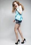 Modello di moda con capelli ricci Immagini Stock