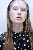 Modello di moda della giovane donna immagini stock
