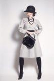 Modello di moda elegante della donna alla moda fotografia stock libera da diritti
