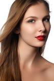 Modello di moda Girl Portrait con capelli di salto lunghi Fotografie Stock Libere da Diritti