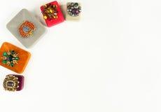 Modello di moda Jewelry Fondo d'annata dei gioielli  Disposizione piana Fotografia Stock