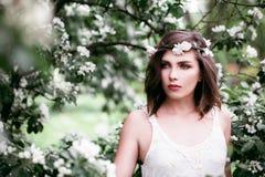 Modello di moda perfetto Outdoors della donna Salute e bellezza immagini stock