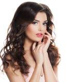 Modello di moda perfetto Woman con capelli ricci lunghi Fotografia Stock Libera da Diritti