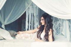 Modello di moda perfetto Woman di Glamourus fotografia stock libera da diritti