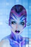 Modello di moda serio dell'alta società con il lookin creativo di body art Fotografia Stock Libera da Diritti
