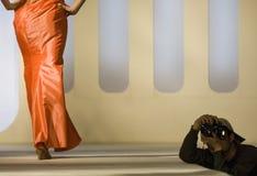 Modello di moda su una passerella fotografia stock