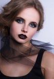 Modello di moda Woman, ritratto, signora di bellezza con le labbra nere immagine stock