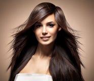 Modello di modo con capelli diritti lunghi fotografia stock libera da diritti
