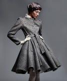 Modello di modo in retro abito Immagini Stock
