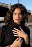 Modello di modo in un vestito nero Fotografie Stock Libere da Diritti