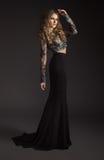 Modello di modo in vestito nero immagini stock libere da diritti