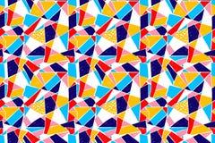 Modello di mosaico delle mattonelle rotte Modello disegnato a mano senza cuciture con gli indicatori Tendenza dello stile di Memp Immagine Stock Libera da Diritti