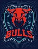 Modello di progettazione dell'emblema della mascotte del toro illustrazione di stock