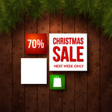 Modello di progettazione di vendita di Natale. Fondo di legno, abete realistico Fotografia Stock