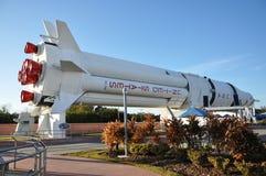 Modello di razzo del Saturno V nel Centro Spaziale Kennedy Fotografia Stock