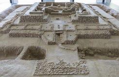 Modello di scala del sito archeologico di Cancho Roano, Spagna fotografia stock libera da diritti