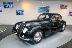 Modello di sport di Alfa Romeo 6C 2500 su esposizione al museo storico Alfa Romeo immagine stock libera da diritti